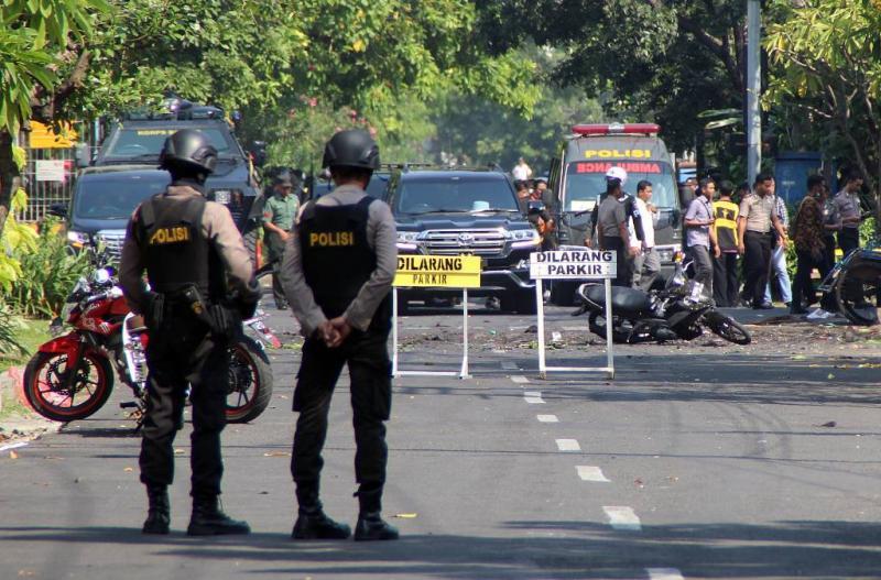 'Zelfmoord-gezin blaast Javaanse kerken op'