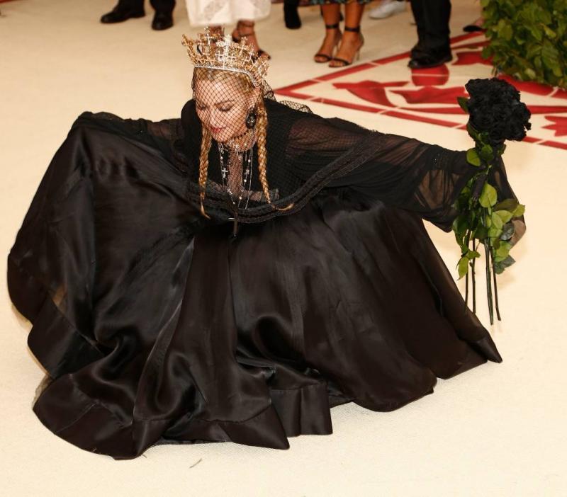 Madonna belooft 'binnenkort' nieuwe muziek