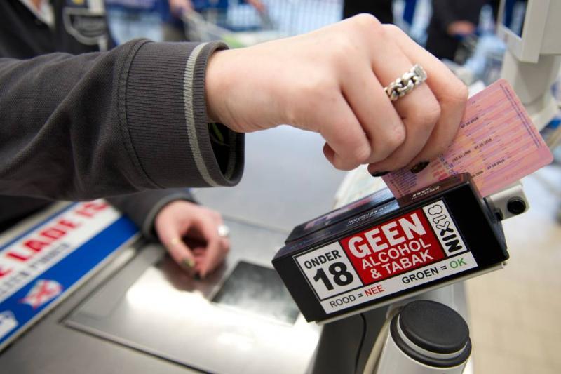 'Hou ID-kaart klaar bij het kopen van alcohol'