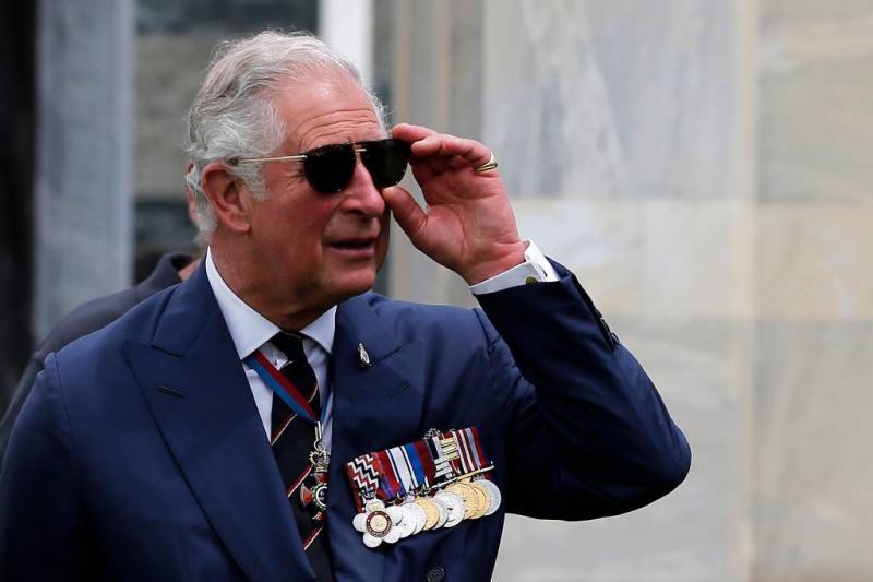 Prins Charles brengt Meghan naar altaar