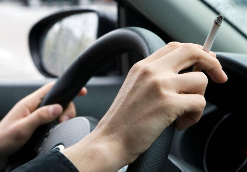 Vlaamse boete bij roken in auto met kind