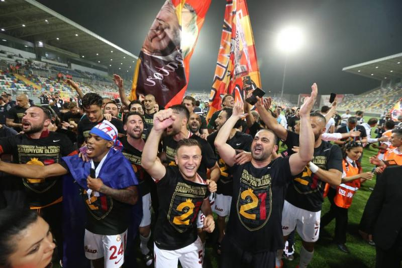 Fans Galatasaray vierden feest op Hofplein