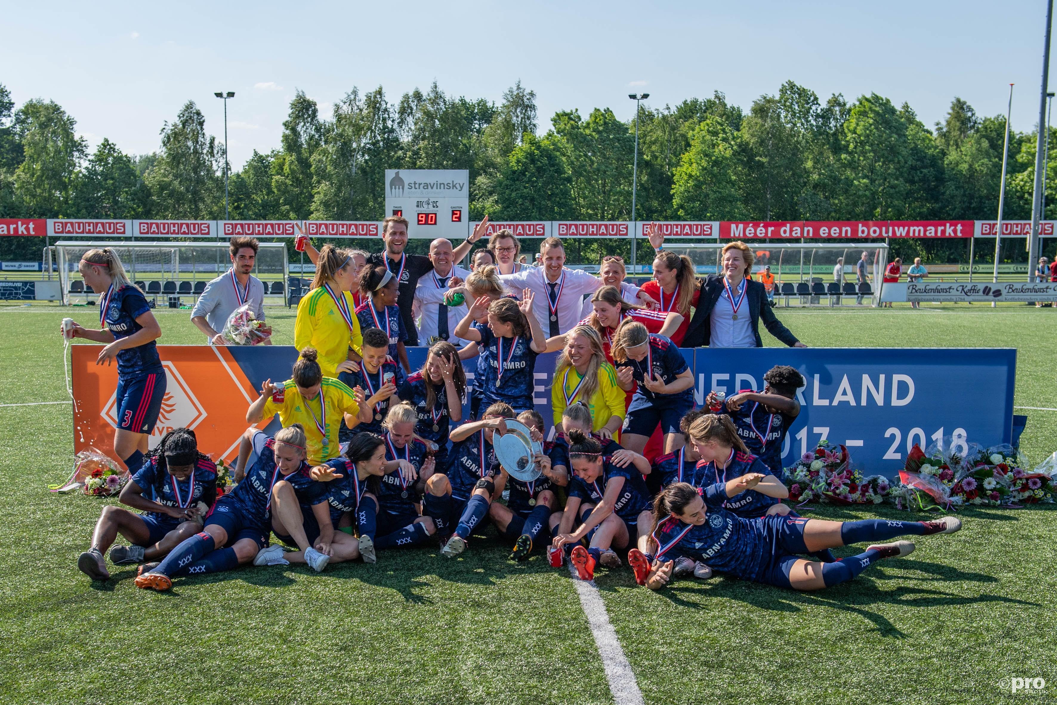 De dames van Ajax zijn kampioen. (PRO SHOTS/Lars Smook)