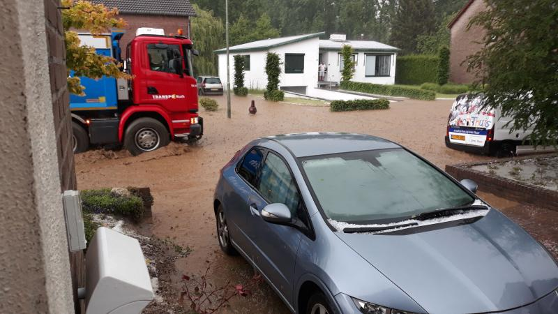 Deze foto's maakte FOK-user Unit21 vanmiddag in Spaubeek in Limburg (Foto: Unit21)