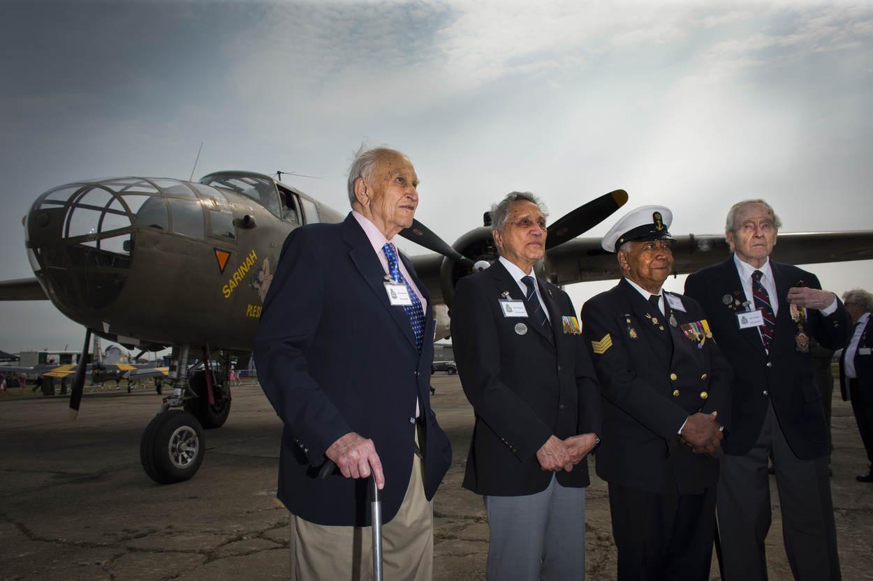 Edward Hoenson links op de foto (Archieffoto Ministerie van Defensie)