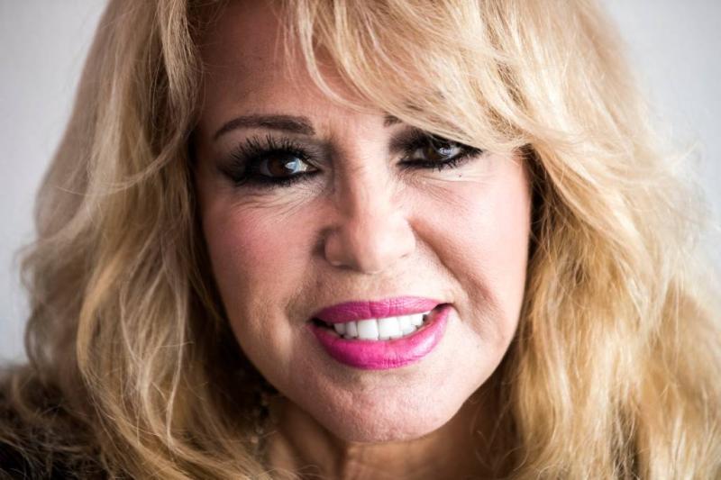 Patricia Paay eist 4,5 ton van GeenStijl