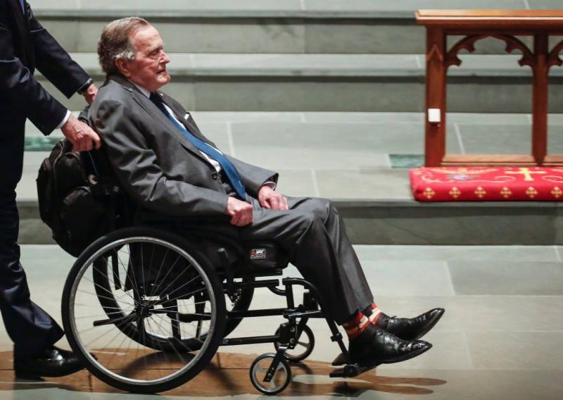 Oud-president H.W. Bush in ziekenhuis