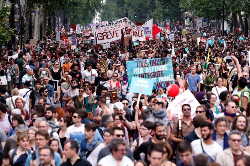 Tienduizenden betogen in Parijs tegen Macron