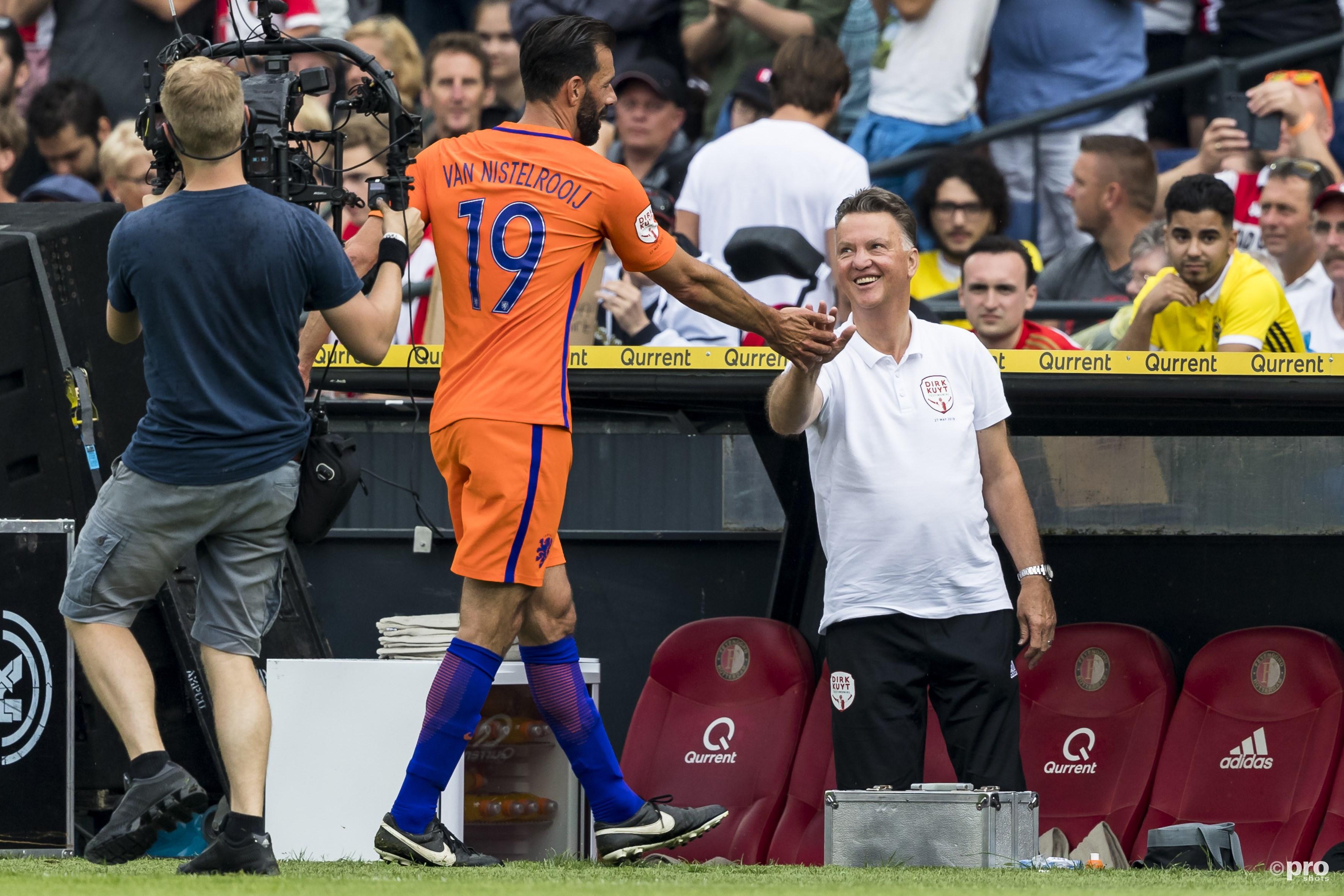 Louis van Gaal op de afscheidswedstrijd van Dirk Kuijt. (Pro Shots / Marcel van Dorst)