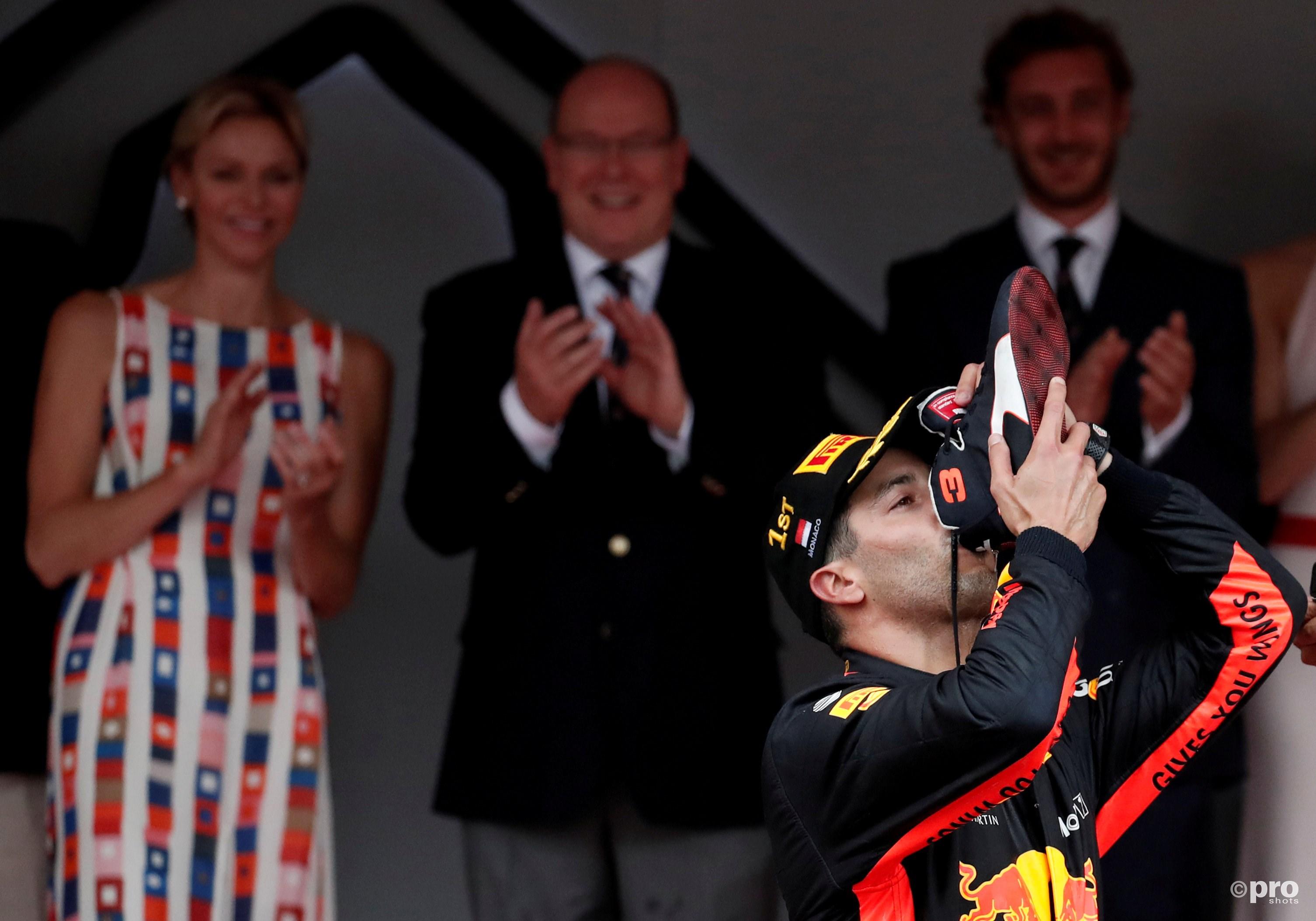 Ricciardo drinkt weer uit de schoen. (Bron: PRO SHOTS/Action Images)