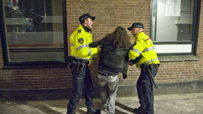 Agressief stel in de cel na mishandelen agent (Foto: stockfoto politie.nl)