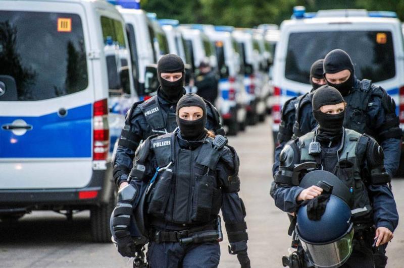 Agenten belaagd na afloop Duits festival