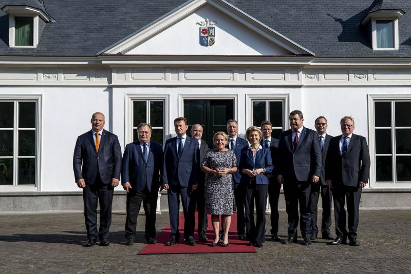 Minister Ank Bijleveld ontvangt collega's van de Noordelijke Europese landen. (Foto: Ministerie van Defensie)