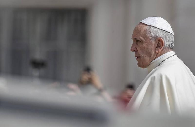 Paus beveelt schone en sociale energie aan