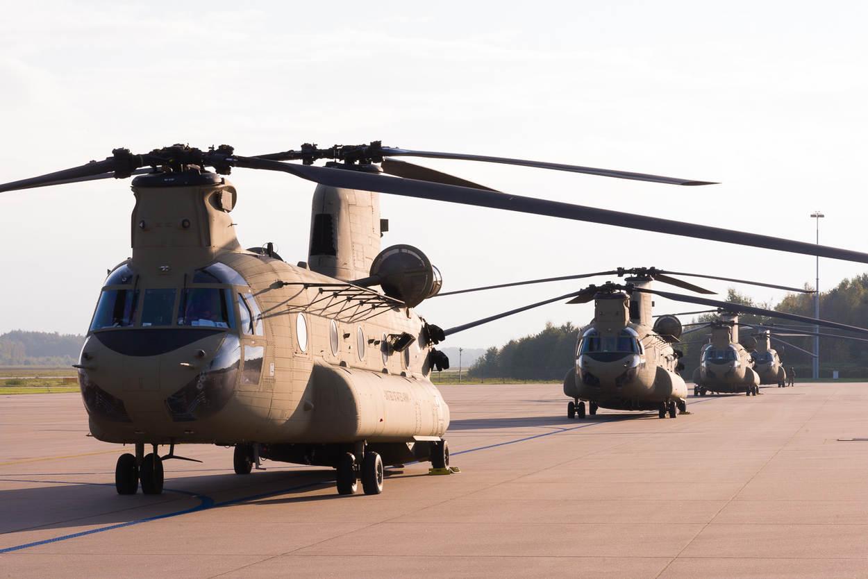 Amerikaanse Chinooks op Vliegbasis Eindhoven (Archieffoto Ministerie van Defensie)