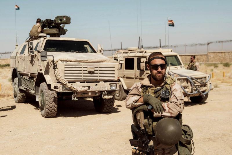 Nederlandse militairen die deelnemen aan operatie Resolute Suport beveiligen adviseurs in de omgeving van Mazar-e-Sharif (augustus 2017). (Foto: Defensie)