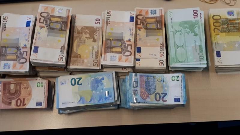 Politie vindt 250.000 euro in hennepkwekerij (Foto: Politie.nl)