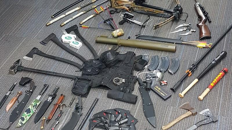 Politie vindt compleet wapenarsenaal in Roosendaal (Foto: Politie.nl)