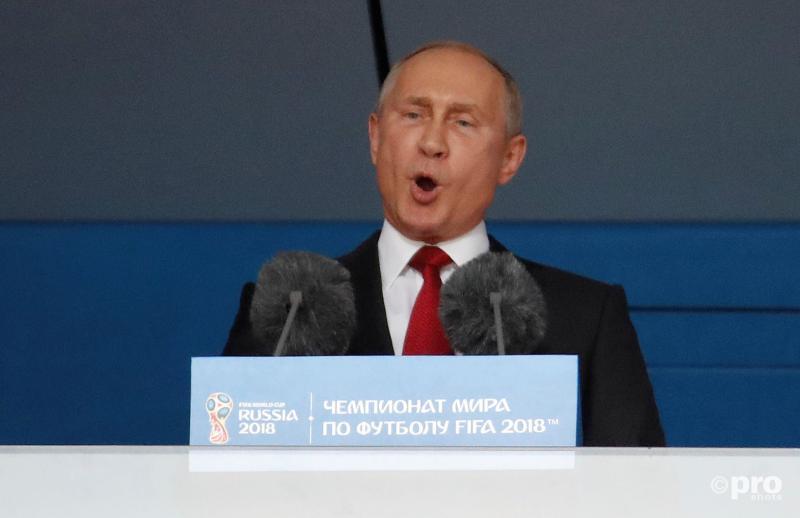 Waar is Vladimir Putin mee bezig tijdens de opening van het WK voetbal? (Pro Shots / Action Images)