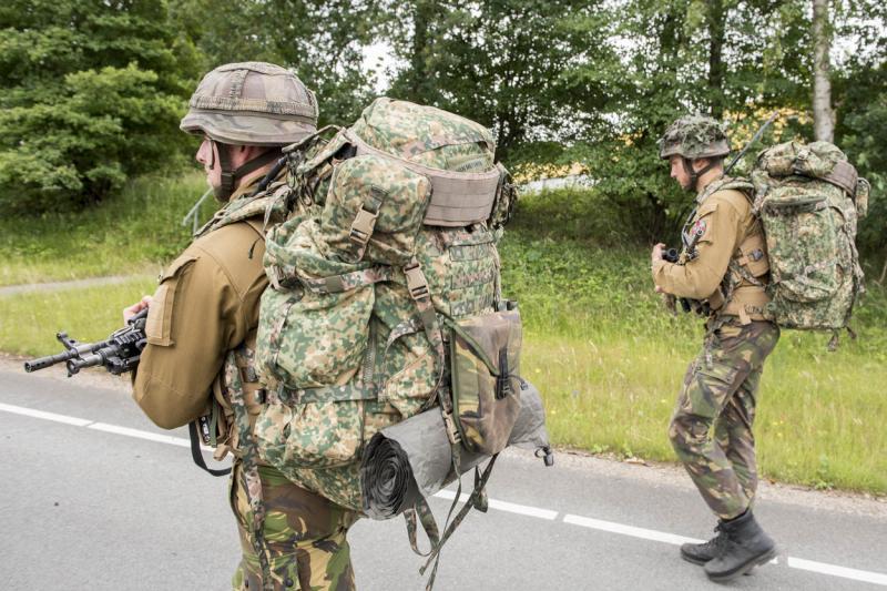Militairen testen draagvesten en rugzakken (Foto: Defensie.nl)