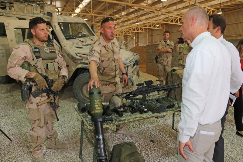Blok bezoekt NL-militairen Afghanistan (Foto: Defensie.nl)