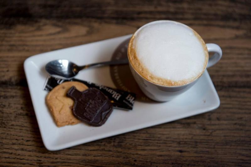 Een bakkie koffie van een vluchteling