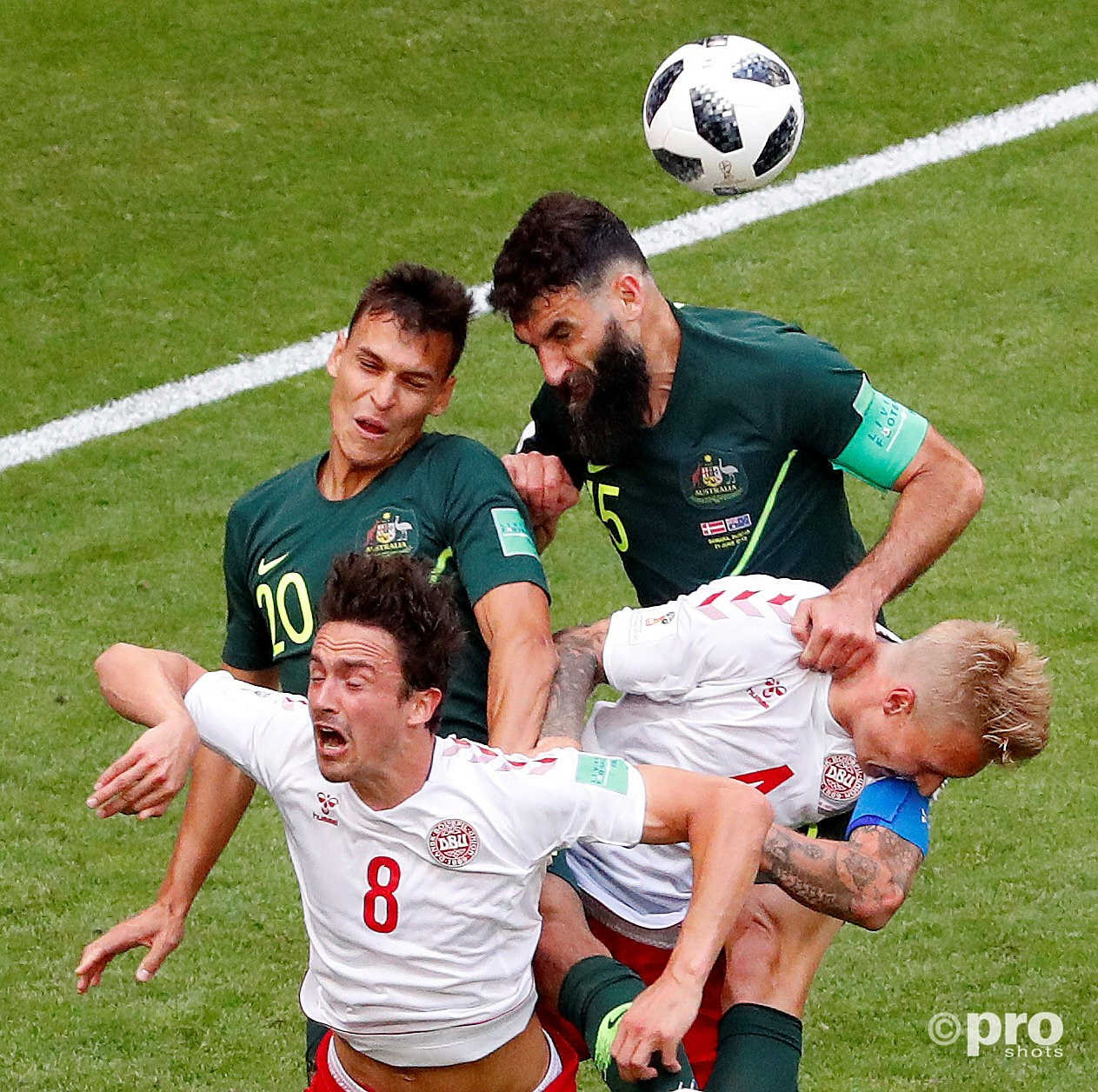 Mile Jedinak & Trent Sainsbury in duel met Denmark's Thomas Delaney and Simon Kjaer. (PRO SHOTS/Action Images)