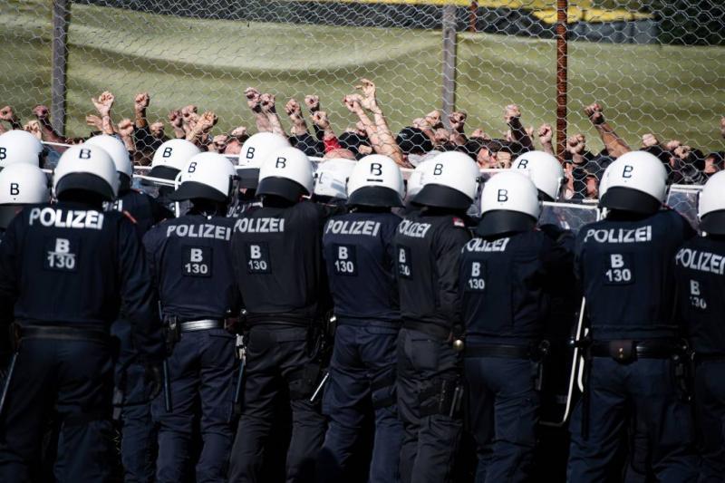 Oostenrijk oefent afweer van vluchtelingen