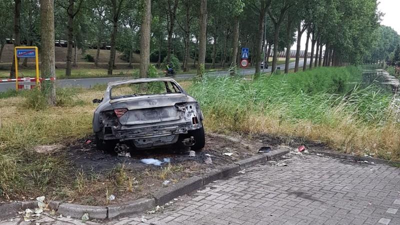Vluchtauto aanslag Telegraaf uitgebrand (Foto: politie.nl)