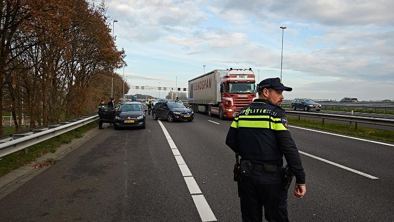 Vrachtwagenchauffeurs in linie voorkomen ongeval