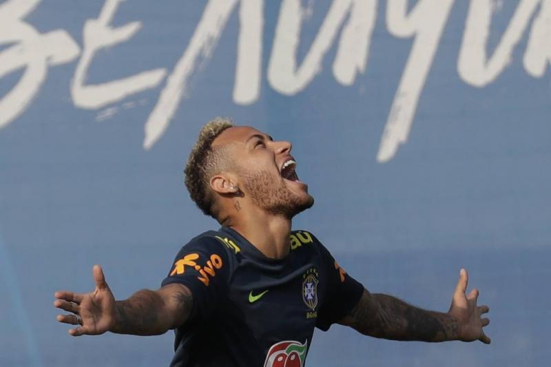 Neymar verslaat Ronaldo en Messi op Twitter