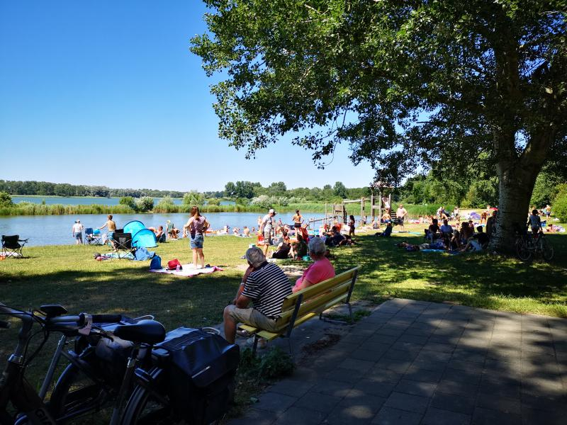 Het lokale meertje was overbevolkt zondag (Foto: DJMO)