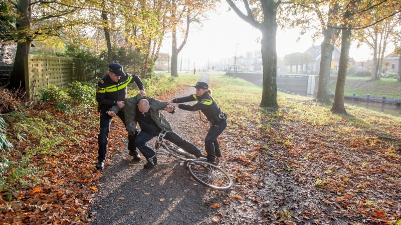 Man aangehouden voor lastigvallen meisje (Foto: Stockfoto politie.nl)