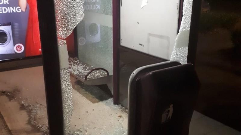 Politie zoekt bushokjes vandalen (Foto: Politie.nl)