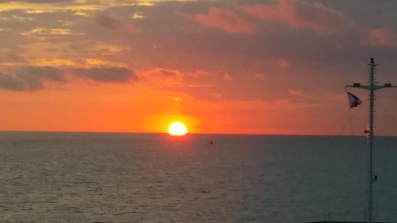 Interpretatie zag de zon opkomen aan de horizon  (Foto: interpretatie)