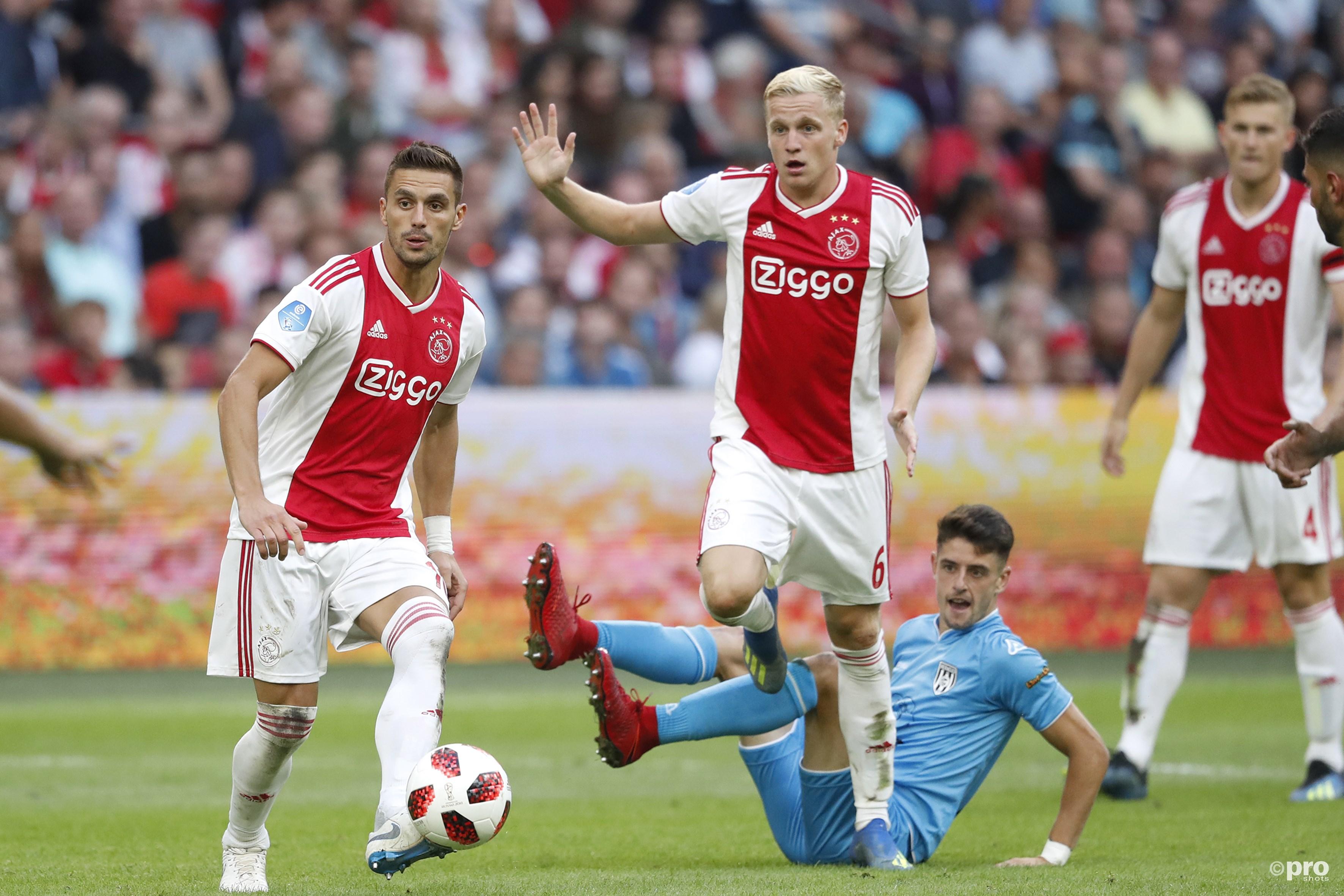 Dusan Tadic (L) Donny van de Beek (M) en Heracles-player Adrian Dalmau (R). (PRO SHOTS/Stanley Gontha)