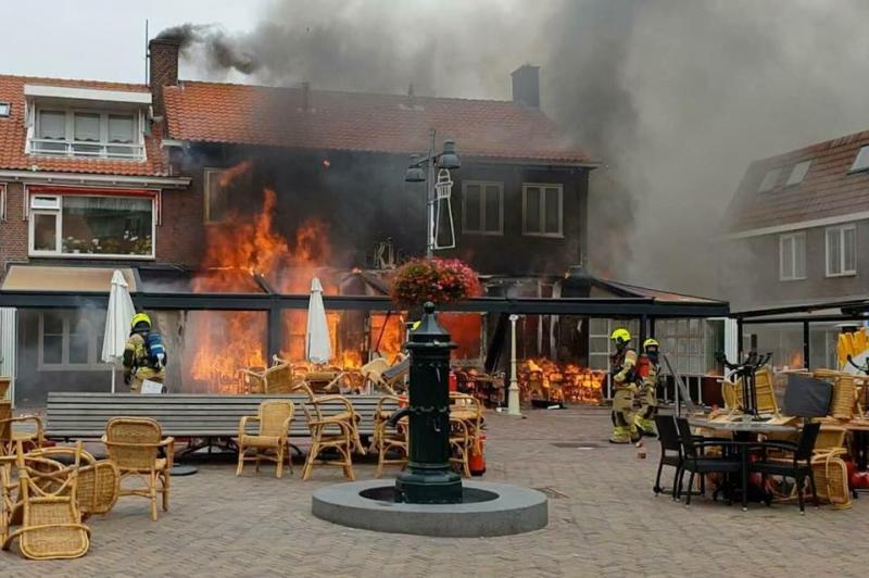 Grip 1 voor Restaurantbrand in Egmond aan Zee (Foto: Lucien van Vegten)