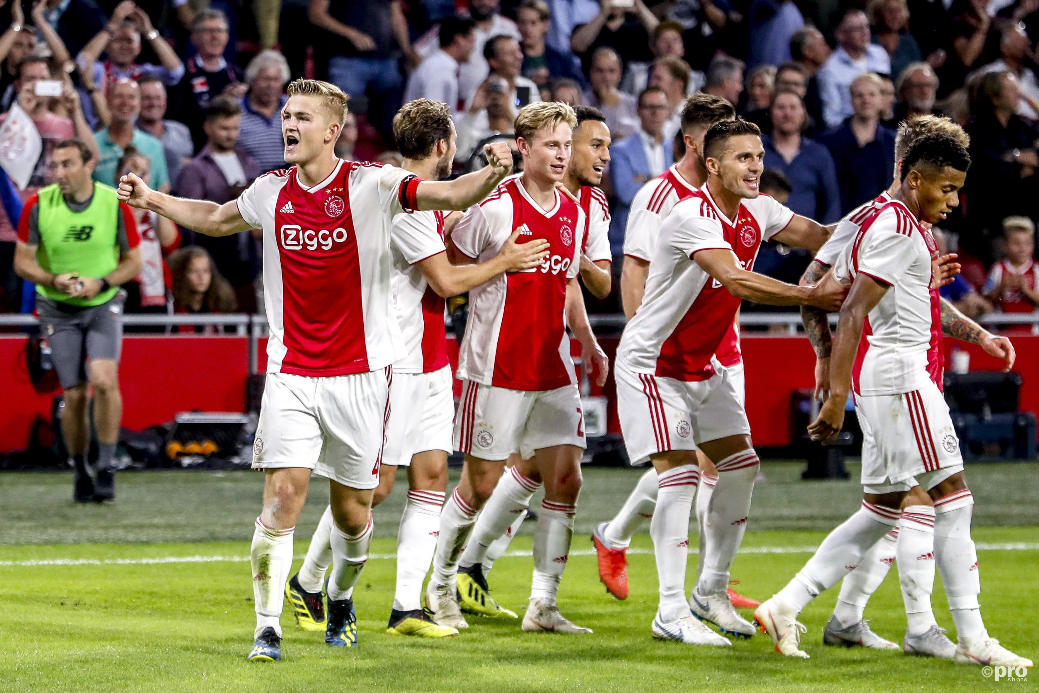 Ajax wint en treft nu Kiev. (PRO SHOTS/Stanley Gontha)
