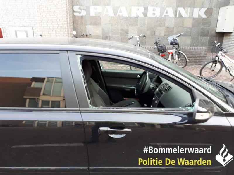 Politie haalt 7-jarige uit auto, vader 'niet blij' (Foto: Politie De Waarden)