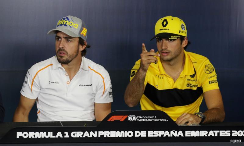 Carlos Sainz samen met de man die hij opvolgt bij McLaren, Fernando Alonso (Pro Shots / Action Images)
