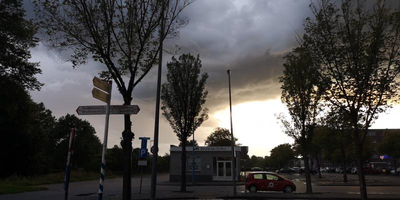 De buien en het onweer leverden gisterenavond en vanmorgen vroeg mooie plaatjes op  (Foto: DJMO)