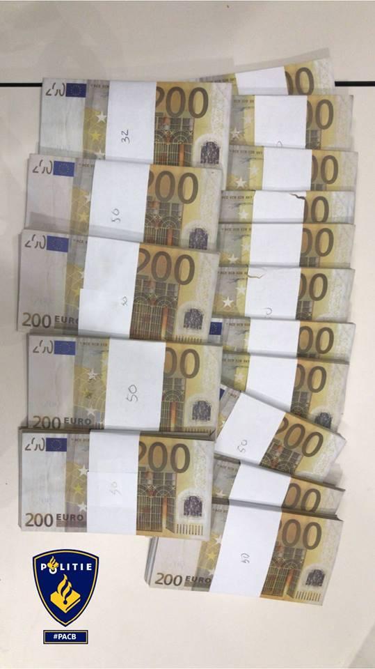 Bitcoins geruild voor nepgeld (Foto: Politie Amsterdam Centrum-Burgwallen)