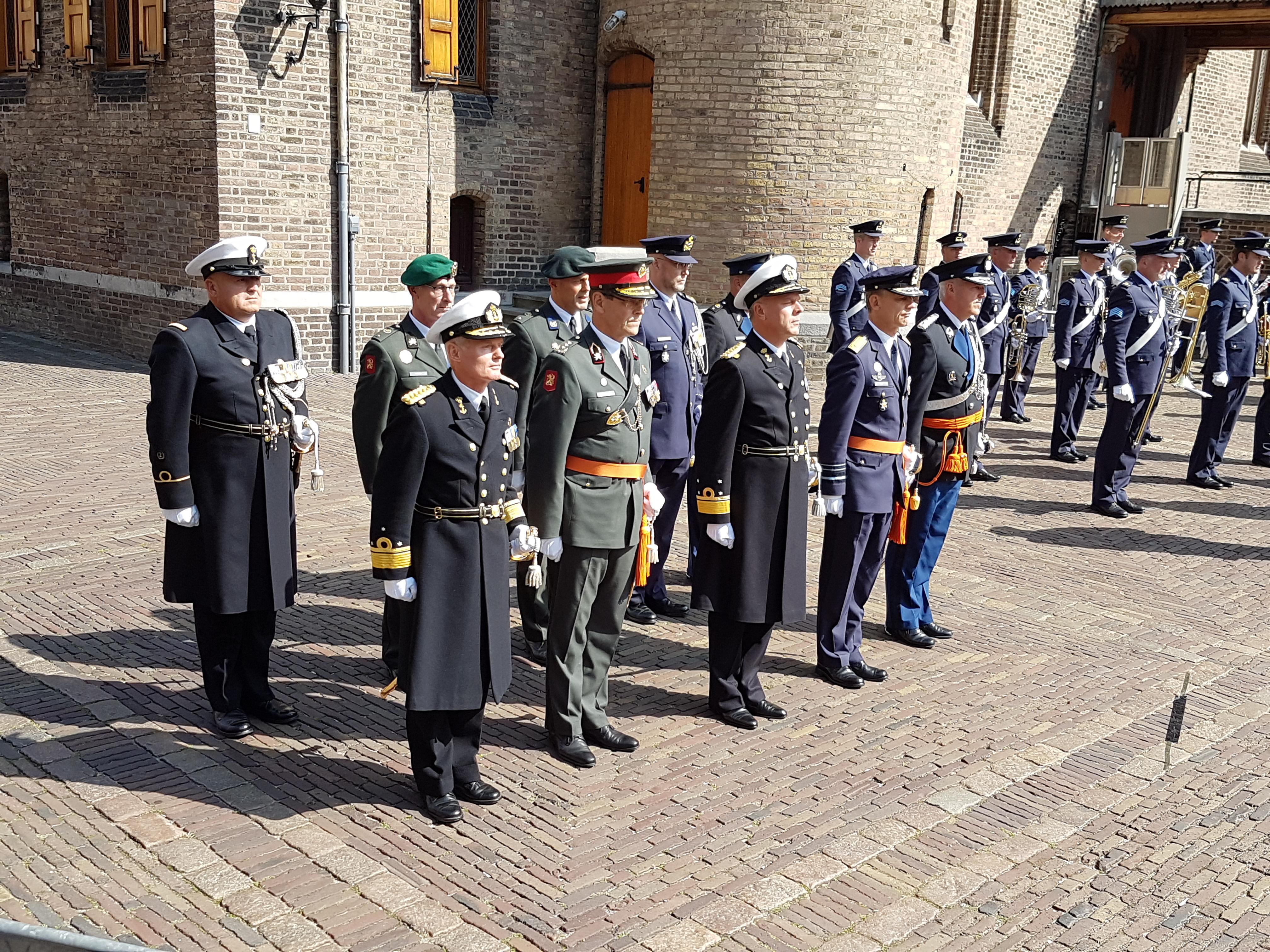 Chef Defensie Staf met de commandanten