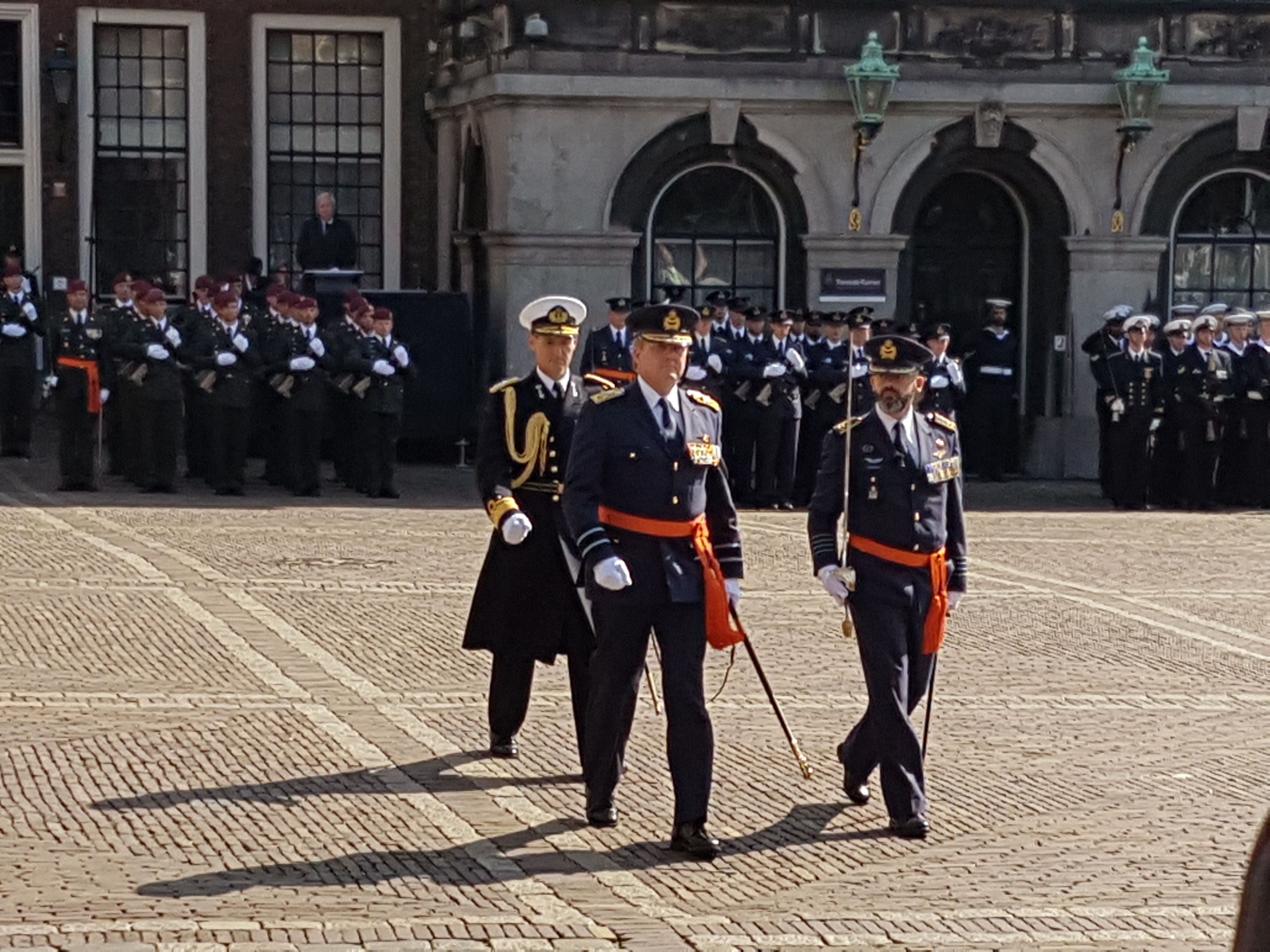 De Koning in Luchtmacht uniform