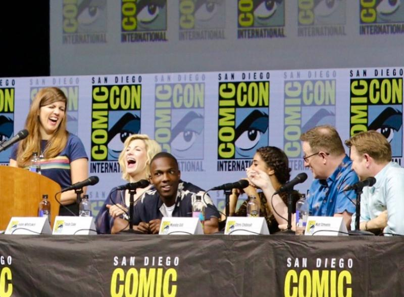Jodie Whittaker en andere castleden tijdens het Doctor Who-panel op San Diego Comic-Con (Foto: Peter Breuls)