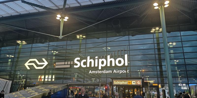Schiphol onbereikbaar per trein in weekend 19/20 januari (Foto: FOK! )