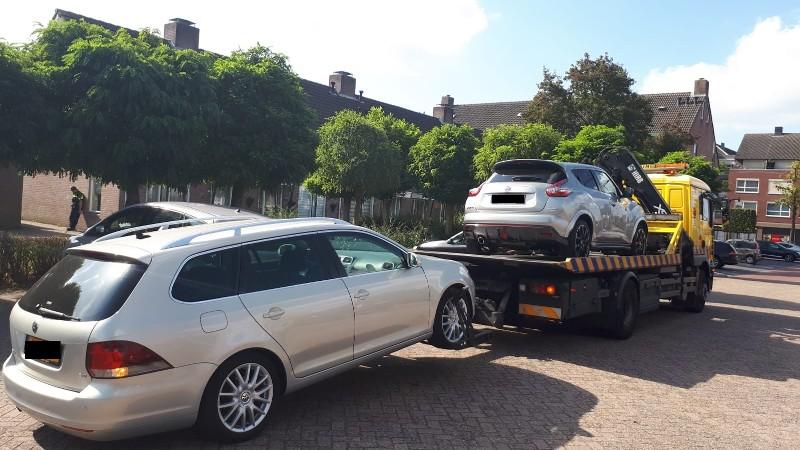 2 auto's in beslag genomen bij fraudeonderzoek (Foto: Politie.nl)