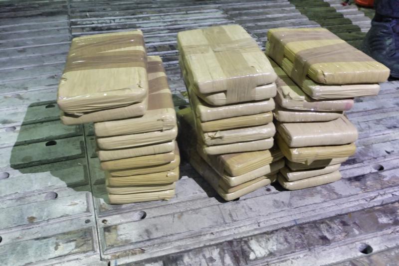 20 kg cocaïne tussen de bananen (Foto: FIOD)