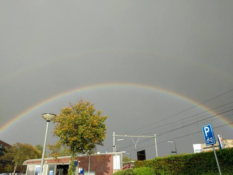 WyriHaximus zag deze regenboog bij Station Alkmaar Noord. Waar die pot met goud staat wil hij echter niet vertellen