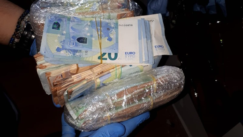Kilo's drugs en ruim een ton gevonden in Rotterdam (Foto: Politie.nl)